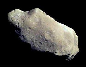 Asteroid  243 Ida, vyfotografovaný v roce 2001 soundou Galileo