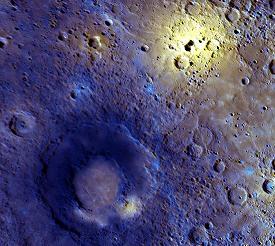 Snímek povrchu Merkuru ve falešných barvách