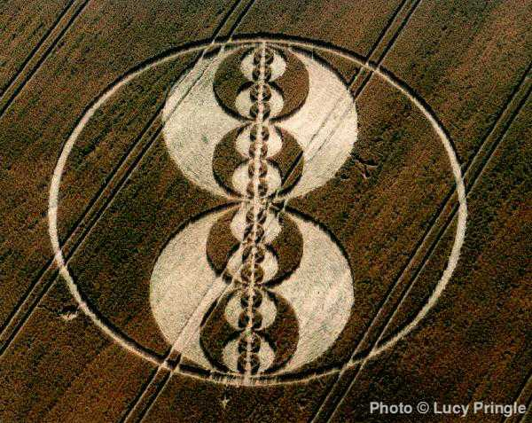Kruh v obilí poblíž Tann Hill v jižní Anglii