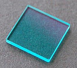 Infračervený filtr odděluje zbytky infračerveného světla od zeleného výstupního záření